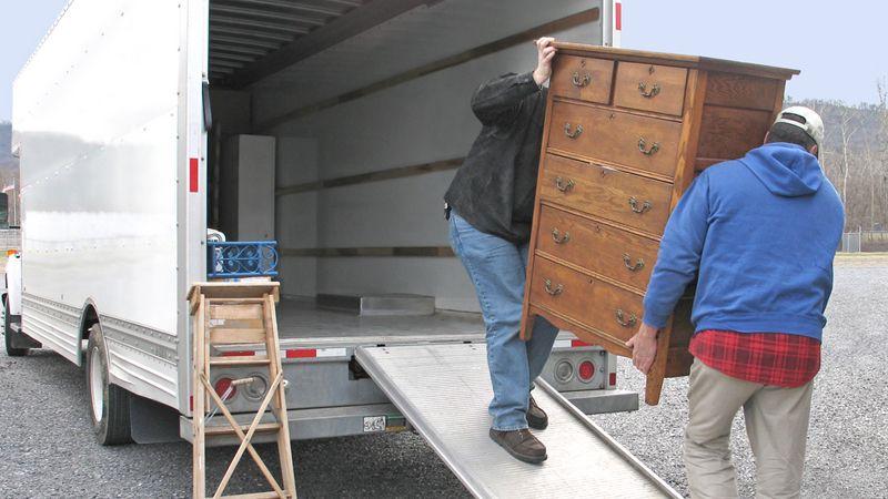 بارگیری اثاث منزل در کامیون